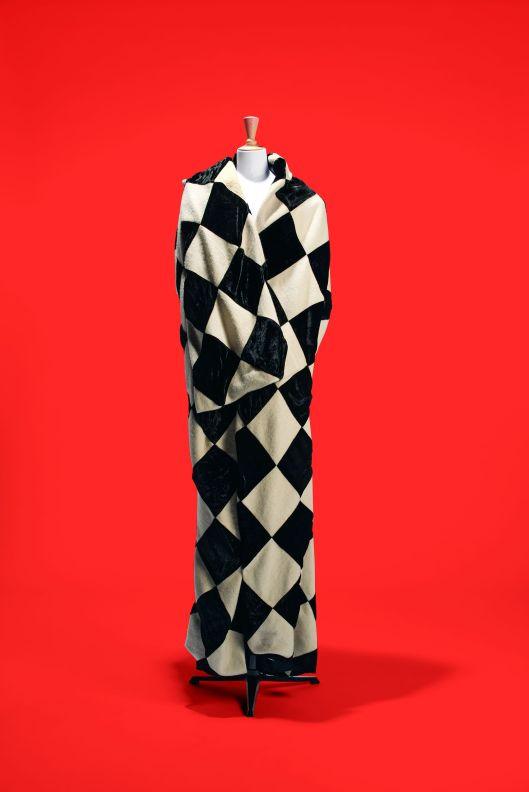 9 Yohji Yamamoto - cape Pierrot © Spassky Fischer