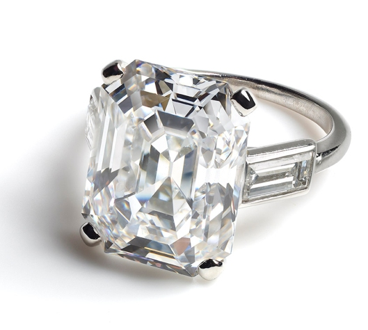 Engagement-ring-worn-by-HSH-Princess-Grace-of-Monaco1-300x269