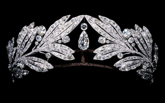 Laurel-leaf-tiara-owned-by-Marie-Bonaparte_-Cartier-Paris_-1907