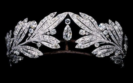 Laurel-leaf-tiara-owned-by-Marie-Bonaparte_-Cartier-Paris_-1907
