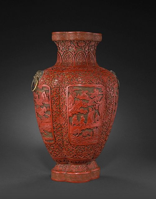 A rare large three-color lacquer quadrilobed vase. Late 18thearly 19th century
