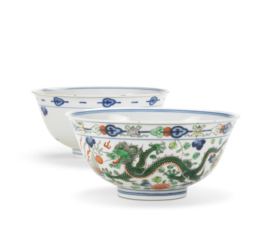 A wucai 'dragon and phoenix' bowl