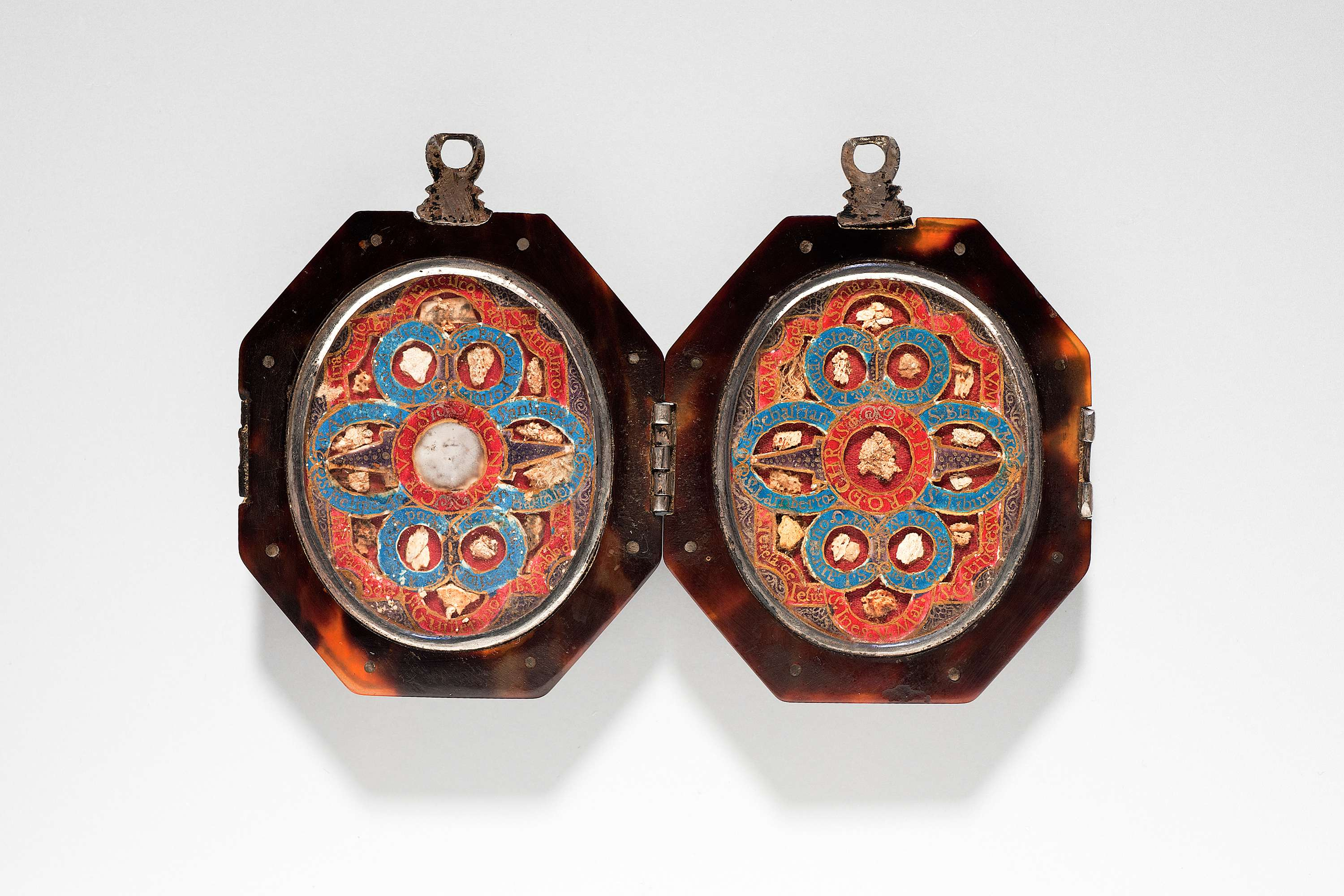 Double reliquary pendant alainruong double reliquary pendant tortoise shell silver rock crystal paper bone and stone open 75 x 115 cm spain 17th century deborah elvira stand 267 mozeypictures Images